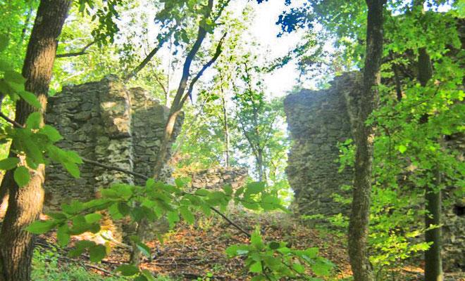 cetatea-valcau-din-comuna-valcau-blogspot