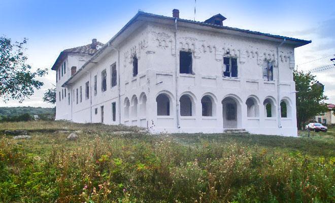 conacul-boicescu-din-comuna-zatreni-panoramio