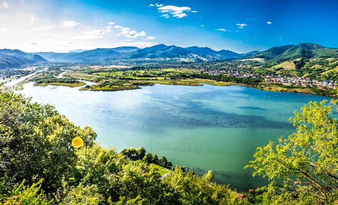 lacul-batca-doamnei-din-orasul-piatra-neamt-flickr