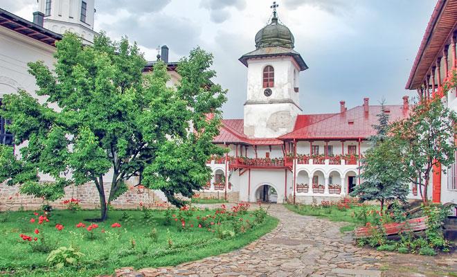 manastirea-agapia-din-comuna-agapia