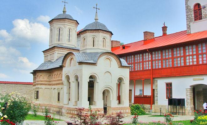 manastirea-arnota-din-comuna-costesti-flickr