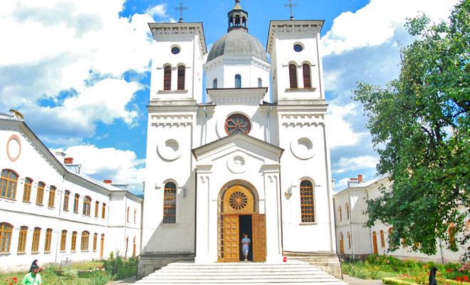 manastirea-bistrita-din-comuna-costesti-flickr