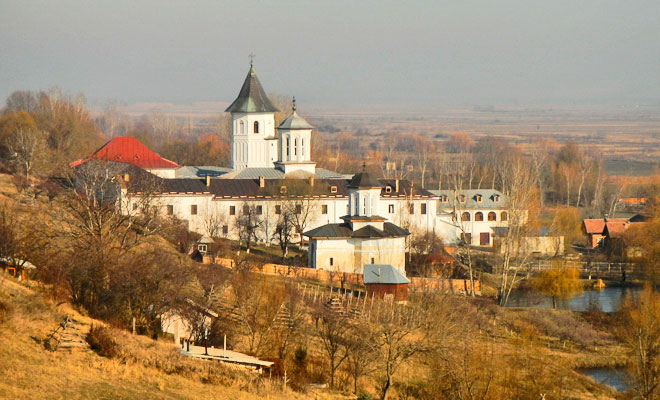 manastirea-brancoveni-din-comuna-brancoveni-flickr