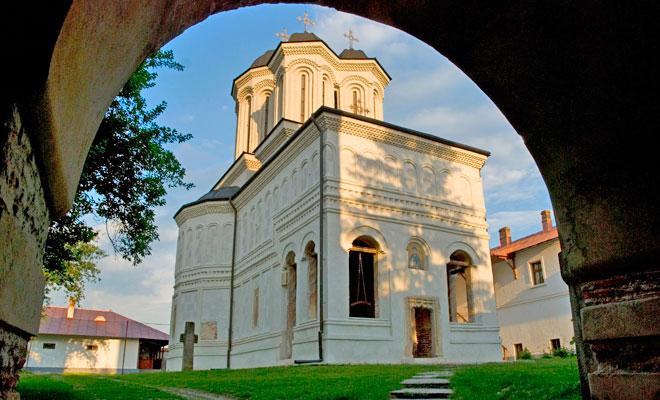 manastirea-gura-motrului-din-comuna-butoiesti-flickr