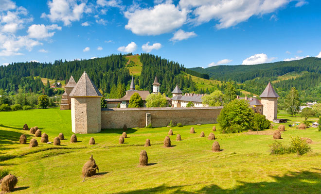 manastirea-sucevita-din-comuna-sucevita