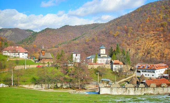 manastirea-topolnita-din-comuna-izvorul-barzii-flickr