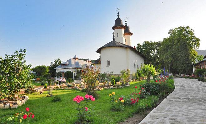 manastirea-varatec-din-comuna-agapia-pensiuneavaratec