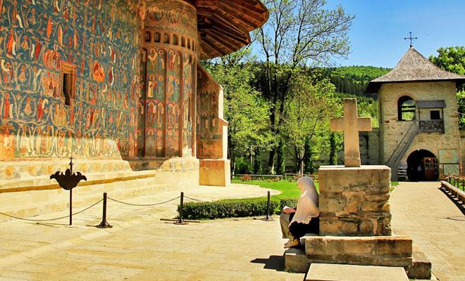 manastirea-voronet-din-orasul-gura-humorului
