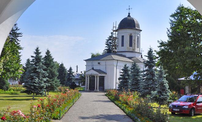 manastirea-zamfira-din-comuna-lipanesti-flickr