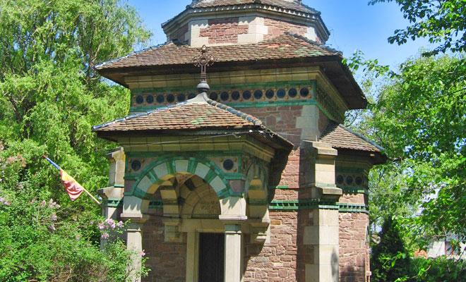 mausoleul-lui-vasile-alecsandri-din-comuna-mircesti