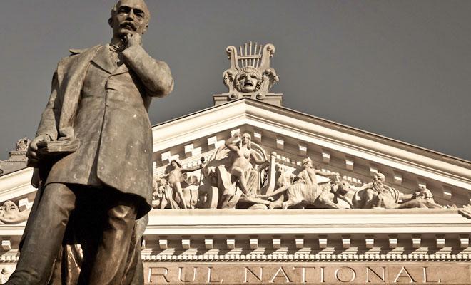 statuia-lui-vasile-alecsandri-din-orasul-iasi-flickr