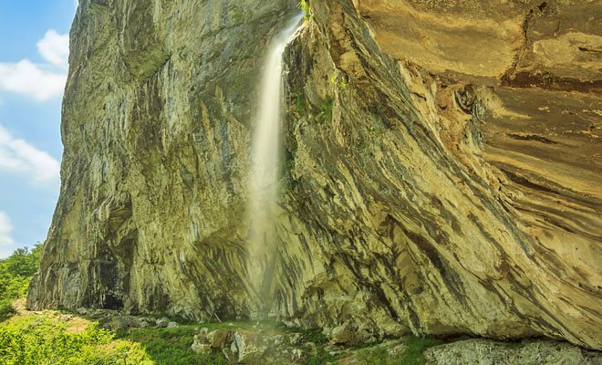 Cascada Vanturatoarea din orasul Herculane