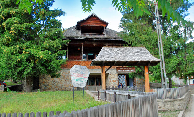 Muzeul de Chihlimbar din comuna Colti - zahirtravel