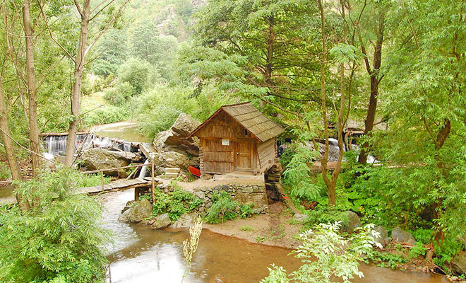 Parcul cu Mori de Apa din comuna Eftimie Murgu - drumliber