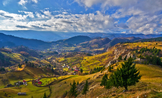 Satul Podu Dambovitei din comuna Dambovicioara judetul Arges - flickr