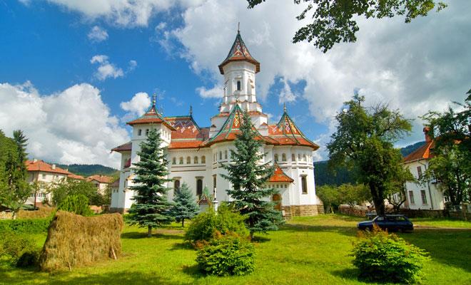 Catedrala Adormirea Maicii Domnului din orasul Campulung Moldovenesc judetul Suceava - flickr