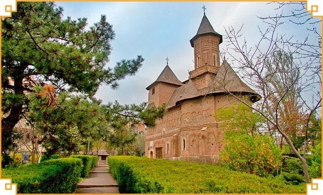 Obiective-turistice-din-judetul-Galati---Biserica-fortificata-Sfanta-Precista