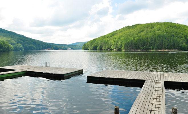 Lacul-Gozna-din-comuna-Valiug,-judetul-Caras-Severin