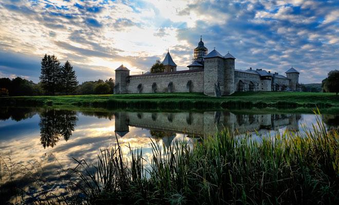 Manastirea-Dragomirna-din-comuna-Mitocu-Dragomirnei,-judetul-Suceava