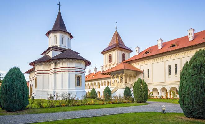 ManastireaSambata-din-comuna-Sambata-de-Sus,-judetul-Brasov